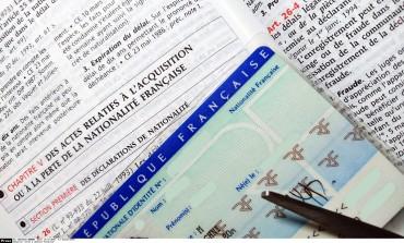 Déchéance de nationalité : explication d'une réforme contestée et limitée