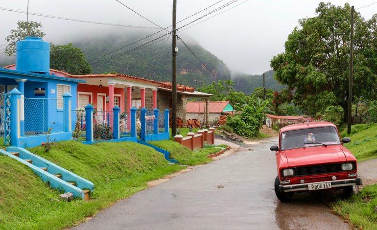 La petite ville de Viñales se trouve à l'ouest de l'île dans la province de Pinar del Rio. La vallée de Viñales est connue pour ses mogotes, autrement dit des petites montagnes arrondies de calcaire. © Lucie Martin/Worldzine