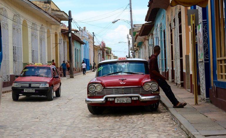 Les rues sont pavées de manière uniforme dans la ville de Trinidad. Elle a su retrouver le lustre qui était le sien à l'époque de sa gloire au milieu du XIXe siècle quand un tiers du sucre national était produit dans la région. © Lucie Martin/Worldzine