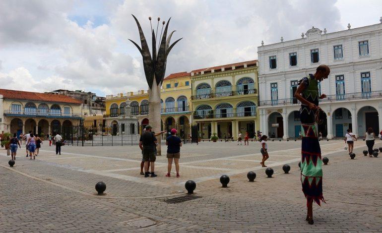 Autour de la Plaza Vieja de La Havane, des palais aux façades pittoresques et aux différents styles architecturaux se côtoient: néo-classique, baroque et art nouveau sont au rendez-vous et représentent la mixité culturelle de la cité des Caraïbes.