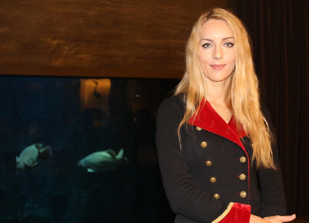 Pour Claire Baudet, son métier de sirène professionnelle c'est du sérieux. Photo : Lucie Martin