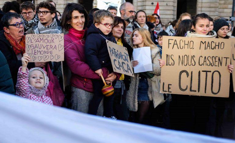 Place de la République à Rennes, avant le départ de la manifestation. © Malika Barbot / Worldzine