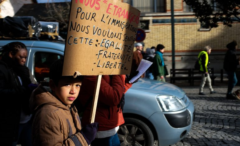 Jeune manifestant © Malika Barbot / WorldZine